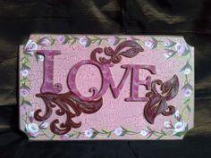 Love, placa calada en MDF de 3 mm  caquelada y pintada mini rosas con la técnica One Stroke o doble carga. Hecho a mano por Ana Maria Maza.