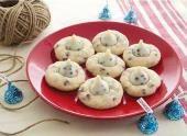 HERSHEY'S KISSES Cookies 'N Creme Blossom Cookies #loveandkisses #hersheyskisses