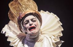 """A atriz Rhena de Faria, da Cia. do Quintal, ministra um mini-curso gratuito de """"Introdução à Improvisação Teatral"""" na Oficina Cultural Oswald de Andrade."""