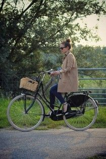 love the look - This will be me someday.... Just waiting to get the basket and rack on my bike!