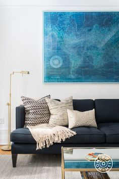 Perfect blue sofa for your living room 21 ⋆ Main Dekor Network Navy Blue Couches, Navy Couch, Blue Sofas, Dark Blue Couch, Neutral Couch, Dark Navy, Living Room Sofa, Home Living Room, Living Room Decor