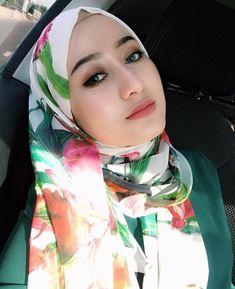 Hijab Niqab, Hijab Chic, Beautiful Muslim Women, Beautiful Hijab, Arab Fashion, Womens Fashion, Girl Hijab, Muslim Girls, Pashmina Scarf