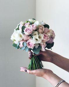 Unique wedding bouquet ideas from flowerna. Bride Flowers, Diy Wedding Flowers, Bride Bouquets, Flower Bouquet Wedding, Flower Bouquets, Bouquet Box, Peonies Wedding Centerpieces, Spring Wedding Bouquets, Wedding Dresses