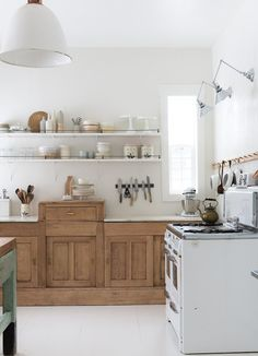44 Inspiring Design Ideas for Modern Kitchen Cabinets - The Trending House Wooden Kitchen Cabinets, Kitchen Cabinet Doors, Painting Kitchen Cabinets, Kitchen Shelves, Kitchen Furniture, Kitchen Storage, Wood Furniture, Luxury Furniture, Kitchen Pantries