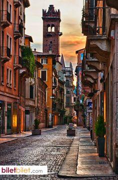 Tarihî binaların değerleri ve önemleri dolayısıyla Verona şehri UNESCO Dünya Mirasları listesine dahil edilmiştir. http://www.biletbilet.com/etiket/948/ucak-bileti-sorgulama