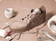 Diversos modelos de zapatillas Adidas realizadas en cartón reciclado...