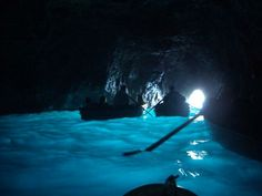 La Gruta Azul es una notable cueva marina de la costa de la Isla de Capri, en Italia. La gruta tiene una apertura parcialmente sumergida en el mar, como en muchas otras grutas que existen alrededor de la isla. Los emperadores romanos que descansaban en chalets en la Isla de Capri, al parecer usaban la Gruta Azul como baño privado.