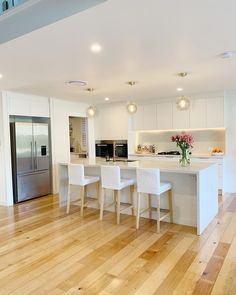 21 Likes, 0 Comments - 💫 Sarah Kitchen Room Design, Modern Kitchen Design, Kitchen Layout, Kitchen Interior, New Kitchen, Hamptons Style Homes, Kitchen Utilities, Kitchen Benches, Design Your Dream House
