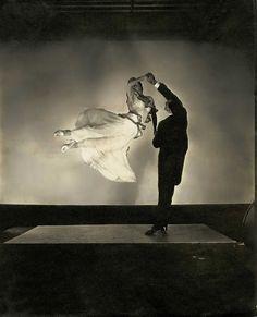 Edward Steichen - The renowned ballroom dancing team Antonio de Marco and Renée de Marco, 1935