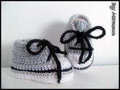 Chaussons bébé (0-3 mois) en forme de baskets blanches grises et fil d'argent : Mode Bébé par mamountricote
