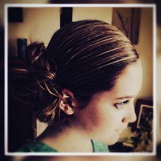 Side bun #Upstyles #bun #bridalhairstyles Confirmation, Bridal Hair, Hairstyles, Headbands, Fashion, Hair Cuts, Head Bands, Fashion Styles, Hair Makeup