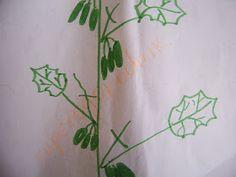 Я помню у меня уже в сентябре! В открытом грунте! Стояли красивые зеленые листья на кустах и я собирала еще во всю огурцы, а все соседи удивлялись! У них давно уже нет огурцов! Листья все почернели и они их уже выдернули и сожгли!