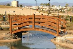 Pont en bois avec un traitement extérieur