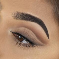 brown eyeshadow Obsessed with this eye shadow look found on Insta. Any tips for achieving shadow like this? Matte Eye Makeup, Makeup Eye Looks, Eye Makeup Art, Cute Makeup, Glam Makeup, Gorgeous Makeup, Simple Makeup, Skin Makeup, Makeup Inspo