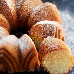 Kultarannan pumpulikakku - Reseptit – Kotiliesi Coffee Bread, Coffee Cake, Sweet Recipes, Cake Recipes, Decadent Cakes, Sweet Bakery, Sweet Pastries, Bread Cake, Little Cakes