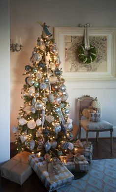 Tips on How to Decorate an Elegant Country French Christmas Tree | Cedar Hill Farmhouse