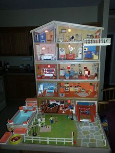 Lundby Vintage 1970s Fully Furnished Dollhouse with 577 Furnishings . Very very cool looking :)