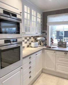 Bygget drømmehuset fra Fiskarhedenvillan New Kitchen Inspiration, Home And Living, Kitchen Cabinets, House, Home Decor, Kitchens, Ideas, Home Kitchens, Decoration Home