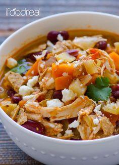 Closeup-Crock-pot-buffalo-chicken-chili