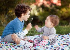 staci zohlen photography sibling pose dandelion