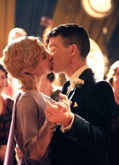Annabelle Wallis & Cillian Murphy in 'Peaky Blinders' (2013).