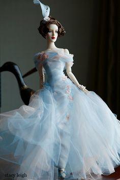 Beautiful dress! Tonner Barbie doll