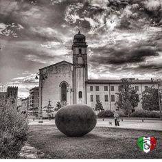 Grazie a @italiainunoscatto_bnw per aver condiviso questo mio scatto sulla loro fantastica galleria in bianco e nero! Visitatela e taggate i vostri scatti B&W italiani con #italiainunoscatto_bnw ! . #Repost @italiainunoscatto_bnw  italiainunoscatto_bnw:6 Agosto 2016  Foto di: @biaric.pisa  Luogo: Pisa - Italia   Vi invitiamo a seguire la bellissima gallery di questo artista   foto selezionata da Admin: @nilla011  Segui  @italiainunoscatto_bnw  Tagga le tue foto in b&w  #italiainunoscatto_bnw…