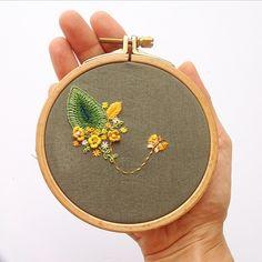 Think positive.../ #damladakiokyanus bu hafta olumlu düşünmek konusuna odaklanmış...ne kadar da harika yapmış...düşünmekle başlayan iş pozitif olduğunda,dili de terbiye ediyor,kalbi de... #damladakiokyanus #embroidery #embroideryhoop #embroiderystitch #stitch #stitced #nakış #needlework #floss #fabric #floral #flower #flowerstitch #flowerembroidery #hoopart #handmade #handstitch #handembroidery #colorful #smile