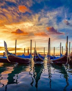 For a Great Vacation, Get Booted - to Idyllic Southeast Italy Venice Painting, Boat Painting, Italy Vacation Packages, Visit Venice, Great Vacations, Travel Abroad, Italy Travel, Beautiful Places, Scenery