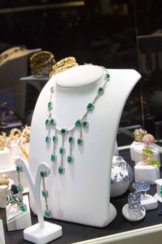 A taste of Claudia Oddi's creations. Emeralds, diamonds... Follow us! Claudia Oddi Italiy www.claudiaoddi.com