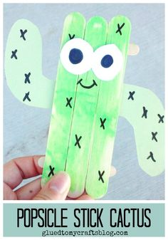 Popsicle Stick Cactus Friend - Kid Craft Today's Popsicle Stick Cactus Friend tutorial is a SIMPLE plant themed kid craft idea that no one can kill or even need to water! Vbs Crafts, Daycare Crafts, Classroom Crafts, Camping Crafts, Toddler Crafts, Preschool Crafts, Yarn Crafts, Popsicle Stick Crafts, Craft Stick Crafts