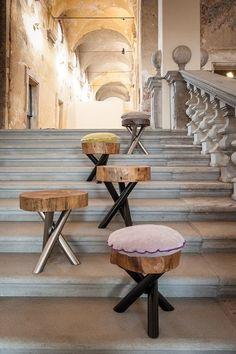 designer Möbelstücke Baumstämmen hocker metall beine