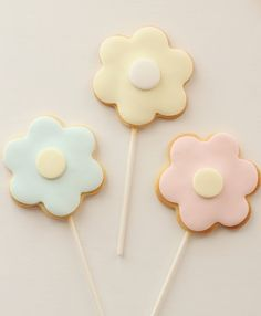Flower cookies. On a stick!!