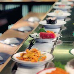 Ici la présentation graphique des assiettes fait écho à la décoration du lieu sobre, épuré.