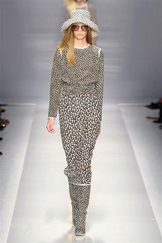 Max Mara #catwalk #runway #Milan #instafashion #fashion #luxury #instaluxury #personalshopper #personalstylist #silkgiftmilan #isabellarattipersonalstylist #imageconsultant