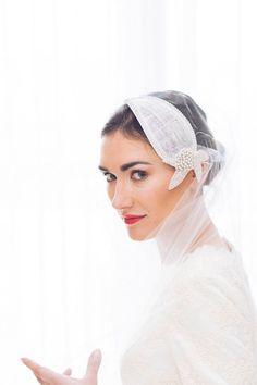 Voile de mariée Pivoine – accessoire de coiffure de mariage – tulle de soie – strass – sisal – applique florale - Sautoir et Poudrier par SautoirEtPoudrier sur Etsy https://www.etsy.com/fr/listing/220520616/voile-de-mariee-pivoine-accessoire-de