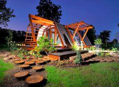 Fachada de casa pequeña de madera