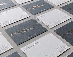 Das eigene Corporate Design sollte unsere Leidenschaft für Typografie und Druckveredelung zum Ausdruck bringen.Zentrales Gestaltungselement ist eine eigenständige Schrift, die uns selbst und unsere Leidenschaft für Design widerspiegelt – ungewöhnlich, a…