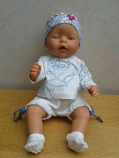 Gratis naaipatroon voor babyborn van 43 cm. Gevonden bij wollyonline. Haarband is mijn eigen ontwerp.
