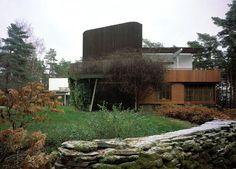 Villa Mairea. Studio tower and entrance to conservatory beneath. Photo:  Maija Holma, Alvar Aalto Museum.
