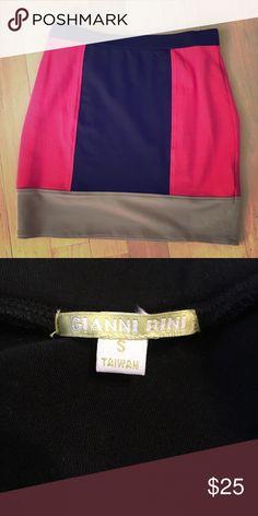 Sleek block skirt!! Gianni Bini. Size Small Chic block skirt!! Form fitting. Black / tan / dark orange Gianni Bini Skirts Mini