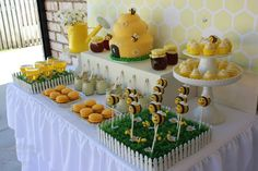 Little Big Company   The Blog: A 1st Bee-Day A Bee themed first birthday by Touch of Style Events