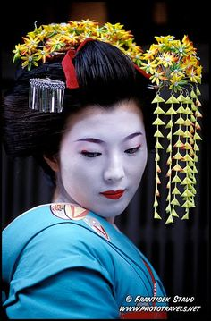 Portrait of a Maiko (Geisha apprentice) in the Gion quarter of Kyoto, Japan