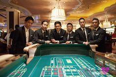 Groomsmen Casino Picture, Bridal Party Wedding, Wynn Las Vegas Wedding Photography by Mindy Bean Photography. http://www.mindybeanblog.com