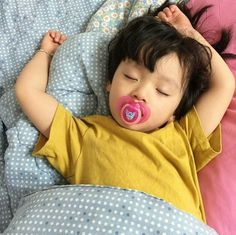 Find images and videos about baby and korean baby on We Heart It - the app to get lost in what you love. Cute Asian Babies, Korean Babies, Asian Kids, Cute Babies, Half Asian Babies, Kids Boys, Baby Kids, Baby Boy, Beautiful Children