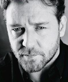 Image - Russell Crowe - La beauté en noir et blanc