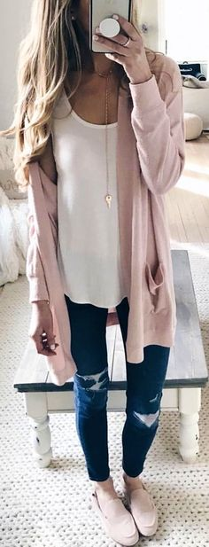 #spring #outfits pink cardigan. Pic by @pinterestingplans Bequeme Outfits, Fall Outfits, Neue Outfits, School Outfits, Summer Outfits, Fashion Outfits, Long Cardigan Sweater, Pink Cardigan, Cute Cardigan Outfits