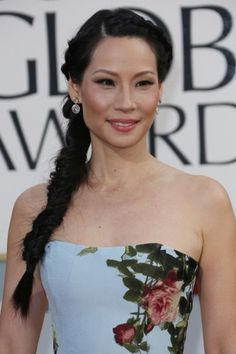 Lucy Liu's twisted & woven braid was like a breath of fresh air on the red carpet. #goldenglobes
