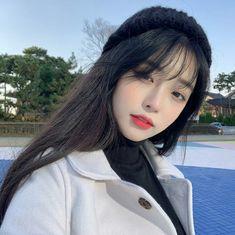 La imagen puede contener: 1 persona, primer plano y exterior Pelo Ulzzang, Ulzzang Hair, Ulzzang Korean Girl, Pretty Korean Girls, Cute Korean Girl, Asian Girl, Girl Pictures, Girl Photos, Korean Girl Photo