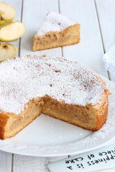 TORTA AMARETTI MELE VERSATA ricetta torta con crema di mele Gateaux Cake, Strudel, Sweet Cakes, Wine Recipes, Banana Bread, French Toast, Food And Drink, Pie, Cupcakes